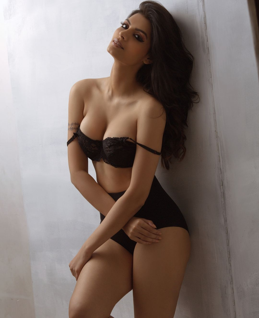 Sonali Raut shows off her cleavage