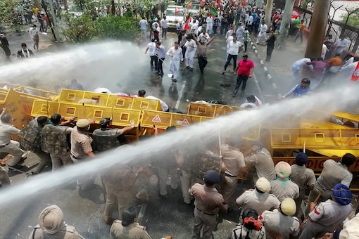 Police deploy water cannons to disperse Bharatiya Janata Yuva Morcha (BJYM) protestors during an agitation against Punjab Government over the illegal drug issue. (Image: PTI)