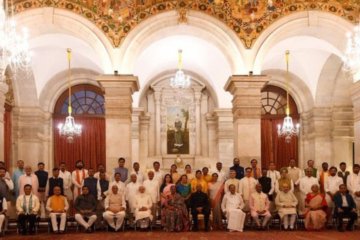 मंत्रियों के साथ बैठक में, पीएम मोदी ने नए लोगों को मार्गदर्शन के लिए पूर्ववर्तियों को डायल करने का आदेश दिया