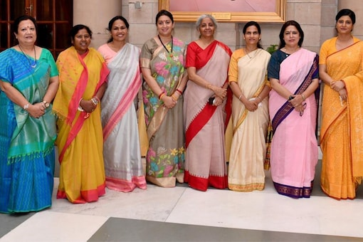 While some ministers were spotted in 'ulta pallu' saree, some others draped the 'palla' over both shoulders.