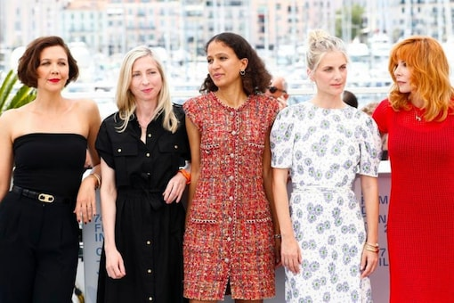 The 74th Cannes Film Festival - Photocall of the jury - Cannes, France, July 6, 20121. Jury members Mylene Farmer, Melanie Laurent, Mati Diop, Jessica Hausner and Maggie Gyllenhaal pose. Credits: Reuters.