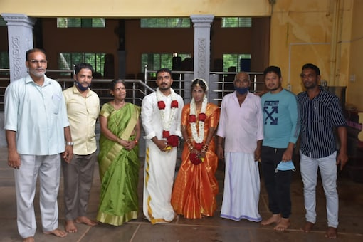 A Muslim family took entire responsibility of a Hindu bride stuck in poverty and married her off happily.