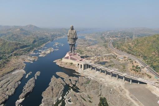 The 182-metre-tall Statue Of Unity has been built on an islet Sadhu Bet near Sardar Sarovar Dam. (Image: Shutterstock)