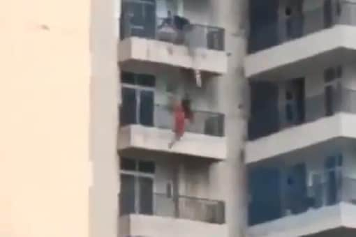 A woman fell from a ninth-floor balcony in Uttar Pradesh. (Image Credits: Twitter/@mukeshmukeshs)