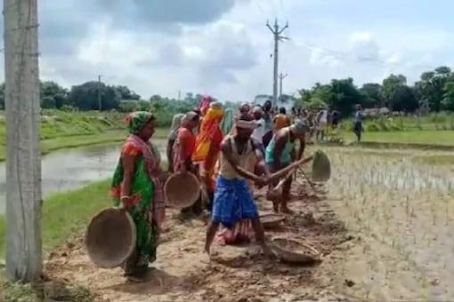 Govt West Bengal villagers build road