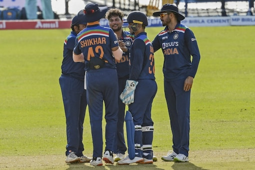 India beat Sri Lanka in the first ODI in Colombo (AFP Photo)