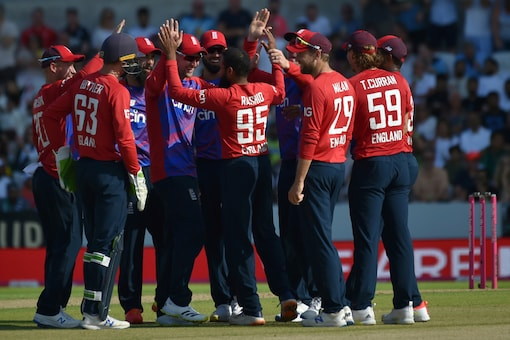 England beat Pakistan in the second T20I. Photo: AP