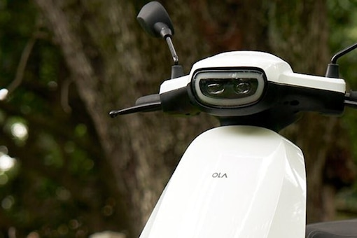 The upcoming Ola electric scooter in white paint finish that was tweeted by Ola CEO. (Photo: Twitter/@bhash)