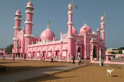 Beemapally, one of the major pilgrim centres in South India, has a more fascinating story as it was built by a self-taught Hindu architect, Govindan Gopalakrishnan, who has 110 more mosques to his credit. (Photo by News18)