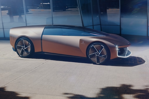 The Pininfarina Teorema is completely autonomous. In this mode the driver faces the other four passengers, leaving enough distance between each other. (Image source: Pininfarina)