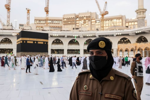 Dozens of female soldiers have become part of the security services that monitor pilgrims in Mecca and Medina since April. (Image Credits: Reuters)
