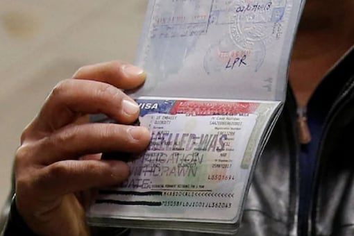 UK Man accidentally ticks 'terrorist' option on ESTA application, denied entry to US, called for questioning.