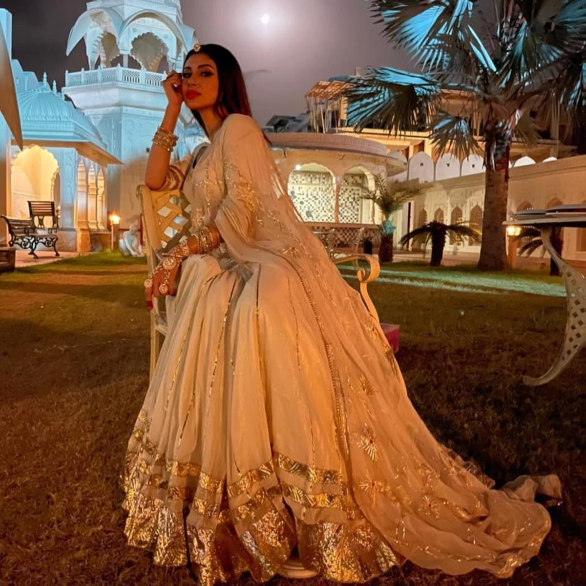 Mouni Roy Stuns In Regal Avatar, Check Out The Diva's Sexiest Ethnic Wear Pictures