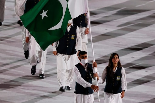 Pakistan contingent flagbearers did not wear masks during the Tokyo Olympics opening ceremony. (Reuters Photo)