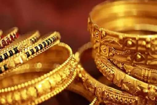 To encourage the subdued demand of yellow metal, dealers are offering heavy discounts on gold in India