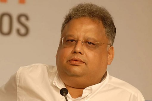 Jhunjhunwala, known for his successful stock investments, plans to team up with former CEOs of IndiGo, the country's biggest carrier, and Jet Airways to tap into demand for domestic air travel.
