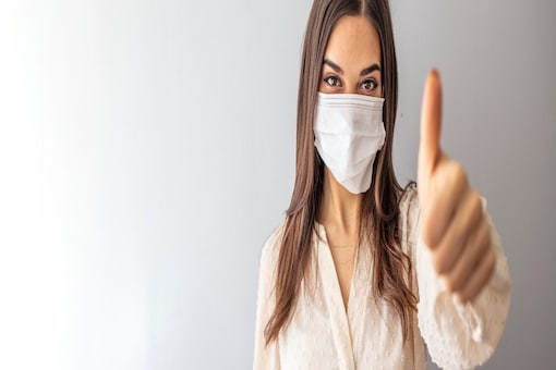 If the World Health Organisation (WHO) and other professional medical venues were expressing a certain ambivalence towards the mask, a global DIY community of scientists, mask manufacturers and mask makers, social media influencers, celebrities and community members pushed for its widespread adoption.
