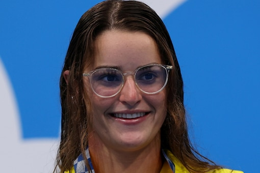 Australian swimmer Kaylee McKeown with her gold medal at Tokyo Olympics (Reuters)