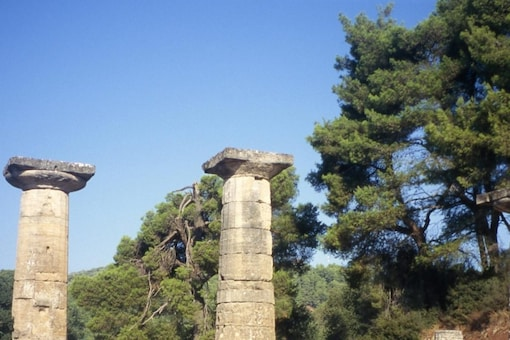 Ruins of the Temple of Hera at Olympia. Image via Wikimedia Commons.