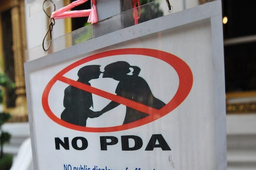 Mumbai Housing Society Paints 'No Kissing Zone' Sign for Couples Getting  Intimate