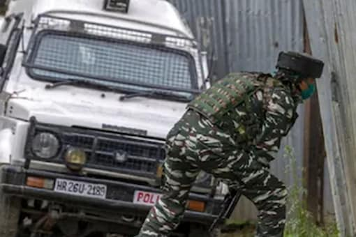 At about 9:55 pm, militants threw a grenade towards the residence of sarpanch Narinder Kour at Shakwara in Kreeri area of the north Kashmir district, they said. (PTI file photo)