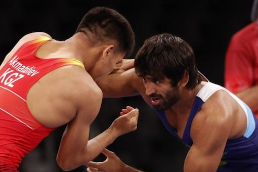 Bajrang Punia wrestles during his opening bout of Tokyo Olympics (AFP Photo)