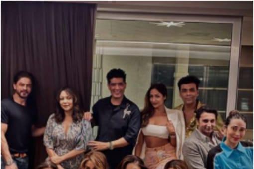 Shah Rukh Khan parties with Gauri Khan, Kareena Kapoor and others