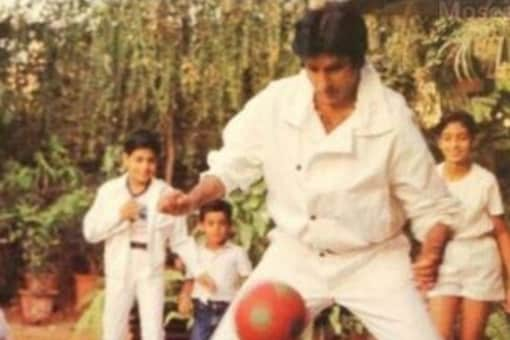 Amitabh Bachchan mined the rarest photograph from his family albums. Bachchan treated his fans with a flashback moment when he was playing football with son Abhishek and daughter Shweta.