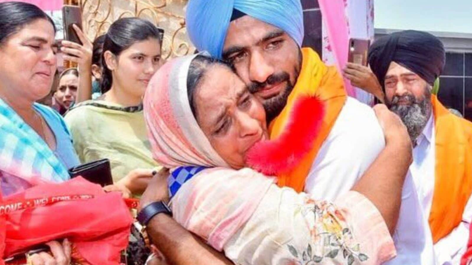 'Picture Says It All': Hockey Forward Gurjant Singh Shares Photo with Mother After Returning Home
