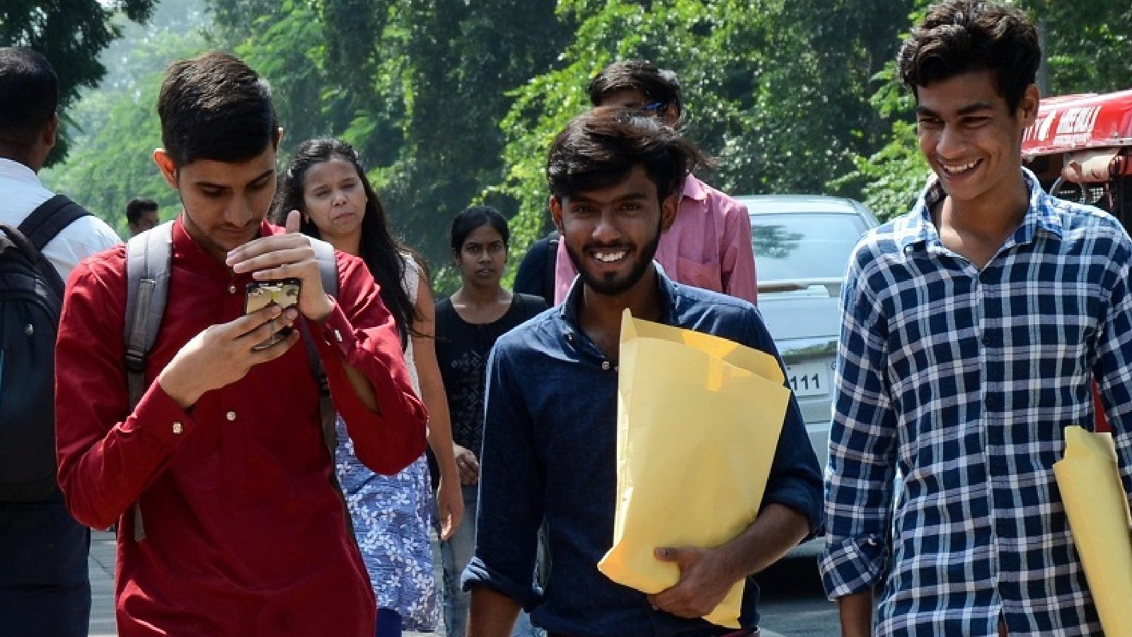 UP Govt to Offer Competitive Exam Allowance, Tablets, Smartphonesto 1 crore Youth