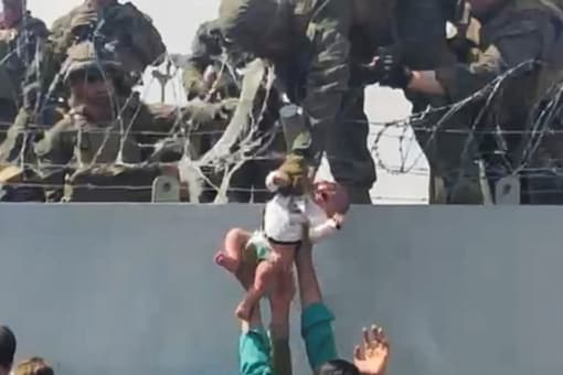 UK Soldiers 'Cried' As Afghan Mothers Flung Babies Over Kabul Airport Razor Wire