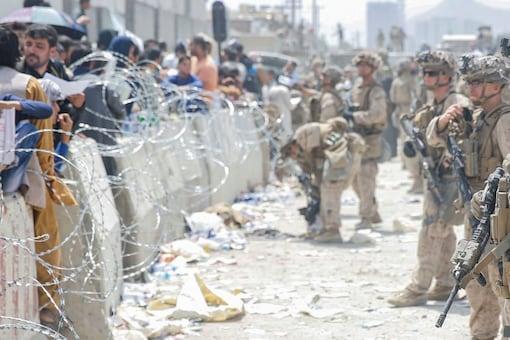 Desperate Afghans await evacuation at Hamid Karzai International Airport, in Kabul. (Image: Reuters)