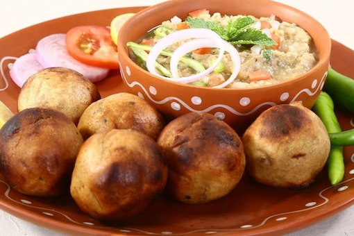A typical dish of Bihar that can easily make it to your I-Day menu is litti chokha. (Representational image: Shutterstock)