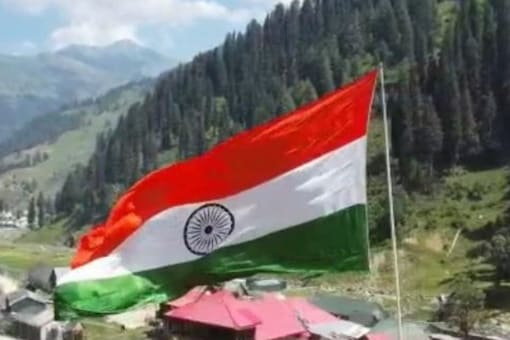 Macchal village in Kashmir's Kupwara district unfurled a 100-ft tall national flag along the LOC on August 15, 2021. (Image: News18)