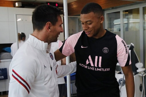 Lionel Messi had his first training session with PSG on Thursday (Twitter)