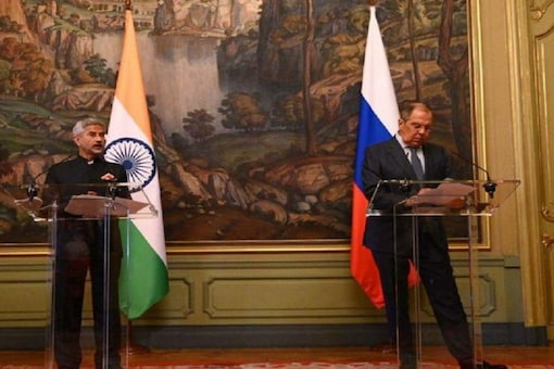 External Affairs Minister S Jaishankar meets his Russian counterpart Sergey Lavrov in Moscow. (Image: Twitter)