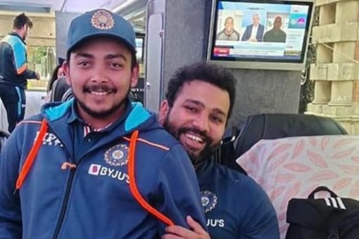 Prithvi Shaw and Rohit Sharma share a light moment.
