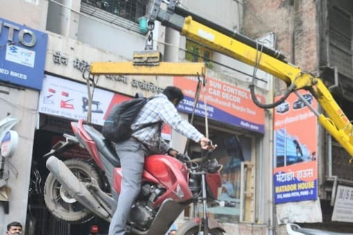 Image of the bike being lifted in the air posted on Twitter by @WajidPa72991185.