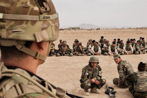 American soldiers overseeing training of their Afghan counterparts at Camp Bastion in Helmand Province, Afghanistan (File photo: The New York Times)