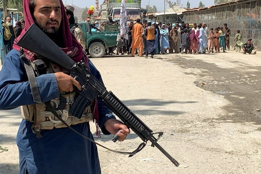 Image for representation: A member of the Taliban forces stands guard during an organised media tour to the Pakistan-Afghanistan crossing border, in Torkham, Pakistan September 2, 2021. REUTERS/Gibran Peshimam