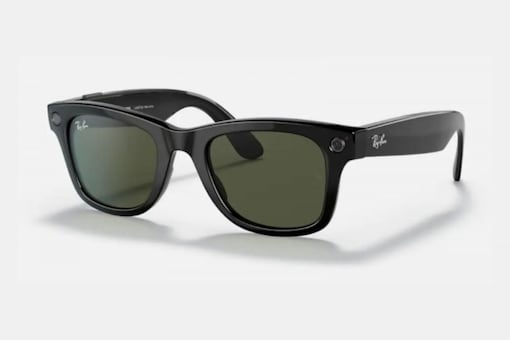 Facebook-Ray Ban spaces come with two cameras, speakers and a virtual assistant.  (Image credit: Ray Ban)