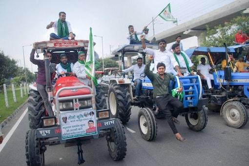 Bharatiya Kisan Union members during farmers' 'Bharat Bandh' in Noida. (PTI)