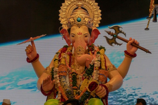 Ganesh Chaturthi- Every year, lakhs of devotees throng to the Lalbaugh market to visit the Lalbaugcha Raja. (File pic)