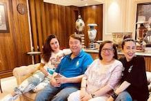 Kareena Kapoor Khan Spends Quality Time With Her 'World' Karisma Kapoor, Randhir Kapoor and Babita