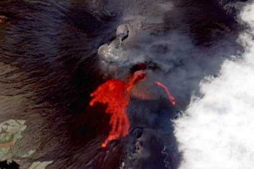 Mount Etna has released so much lava since February 16 this year that around 30 meters have been added to the volcano's southeast crater. (Image Credits: Twitter/@defis_eu)