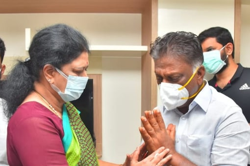 VK Sasikala and O Panneerselvam met at Gem Hospital in Chennai on Wednesday to condole his wife's death.