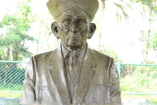 Popularly known as Sir MV, Visvesvaraya was born in a Telugu family on September 15, 1861, in Chikkaballapur, Karnataka. (Image: Shutterstock)