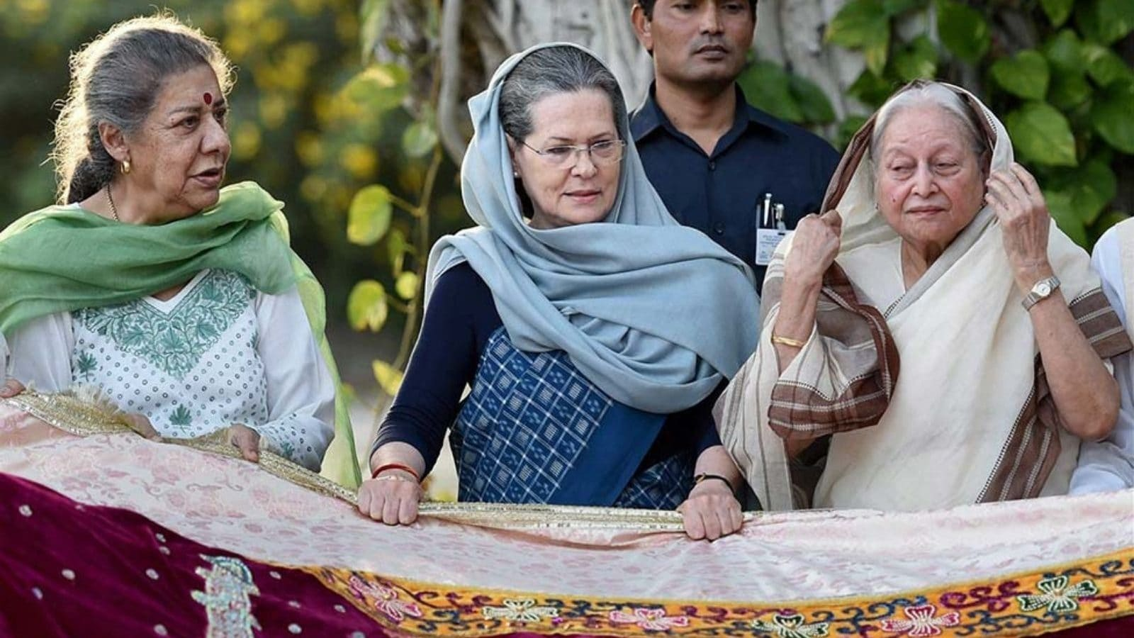 Congress Keeps Up Sunday Suspense With 'Reluctant' Ambika Soni in the Mix to Succeed Amarinder Singh