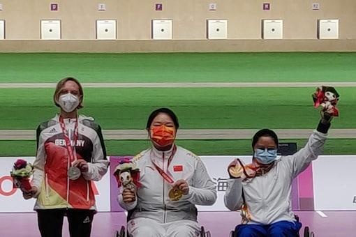 Avani Lekhara on the podium after winning bronze in women's 50m rifle 3P SH1