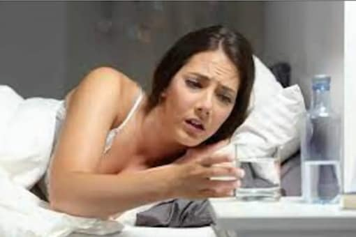 Exhaustion can be one of the factors behind the dryness of the throat at night.